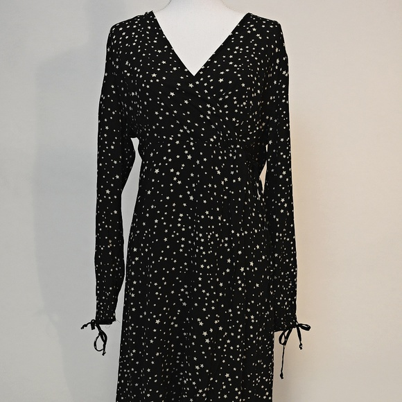 0d7149d61f8 Women s Star Print Long Sleeve Wrap Black Dress. M 5c65a88a5c44523f6d761aa9